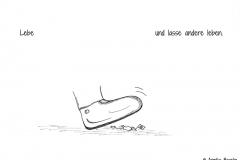 Comic von zwei kleinen Spinnen, die fast von einem Schuh zertreten werden - Copyright: Annika Baacke