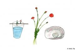 Comicfigur sitztend auf einem Wasserglas, daneben Blumen und Kerze - Copyright: Annika Baacke