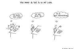"""Comicfigur am Schreibtisch mit den Denkblasen """"Ich lieeebe mein Leben"""", """"Ich liebe diesen Tee"""" und """"Ich lie... diese Steuererklärung"""" - Copyright: Annika Baacke"""