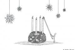 Comicfigur, die die vierte Kerze des Adventskranzes anzündet - Copyright: Annika Baacke
